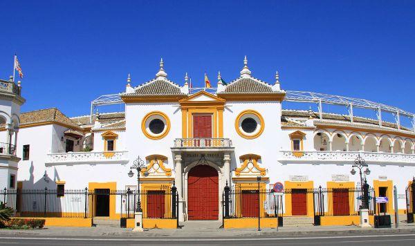 Plaza de Toros de la Real Maestranza by Vincenzo Venditti via Wikipedia CC