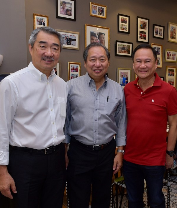 SM Prime Chairman Hans Sy, SM Prime Director Herbert Sy, and Meat Concepts Corporation President George Pua