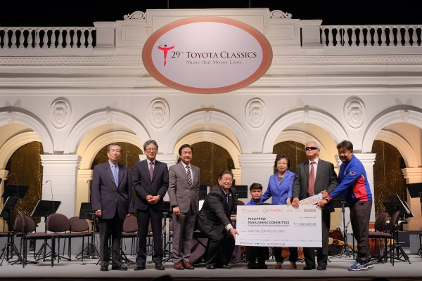 Asian Para Games gold medalist, Davao City native Ernie Gawilan (4th from right) together with PPC and Toyota officials during the Philippine leg of the Toyota Classics concert held last year.