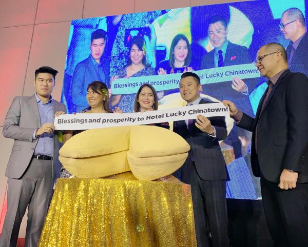 L-R: Jeremy Go (Resident Manager, Hotel Lucky Chinatown), Lourdes T. Gutierrez-Alfonso (Chief Operating Officer, Megaworld), DOT Secretary Berna Puyat, Kevin L. Tan (Chief Strategy Officer, Megaworld), and Raymundo Melendres (Managing Director, Global One Hotel, Inc.)