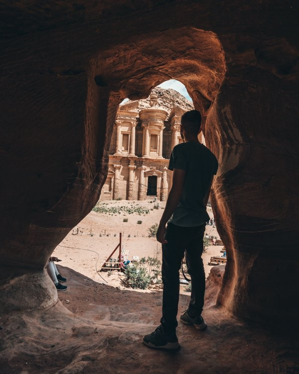 Petra Jordan Travel Guide photo by Spencer Davis via Unsplash