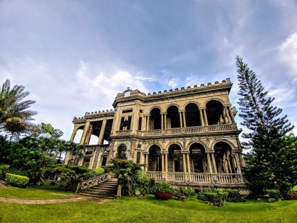 The Ruins in Talisay City by Brian Kairuz via Unsplash