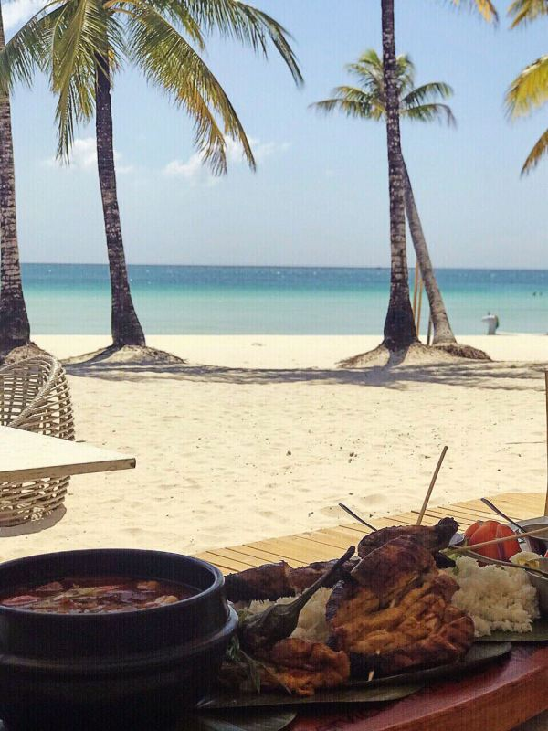 Bacolod kansi and boodle fight-style dining by the beach at Sands. Photo by Matthew Gomez