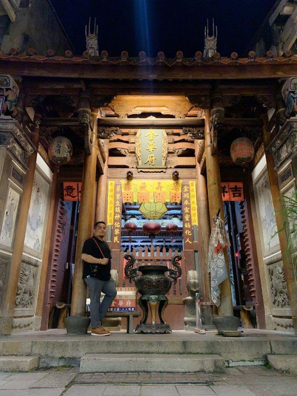 Melo Villareal at Jinhua Temple