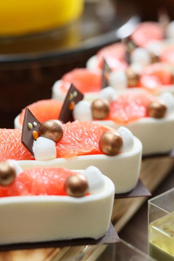 Ricotta Cheesecake with Grapefruit and Bird's Nest