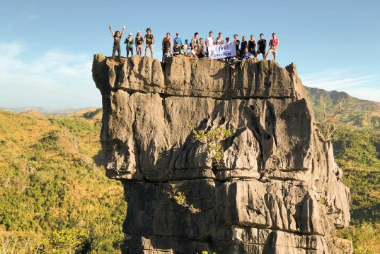 Standing strong atop the famous Nagpatong Rock in Tanay, Rizal, were UNHCR Goodwill Ambassador, Atom Araullo, and Eco-tourism group Trail Adventours' co-founders Coby Sarreal and Guido Sarreal, with a group of mountaineers. They claimed this feat of height and plight with the unwavering symbolism of support of the UNHCR flag as, together, they logged in 150km towards the 2 Billion Kilometers to Safety campaign.