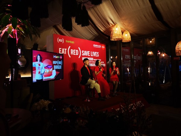 AirAsia Group Head of Brand Rudy Khaw, Chef Hong Thaimee, and host during the launch