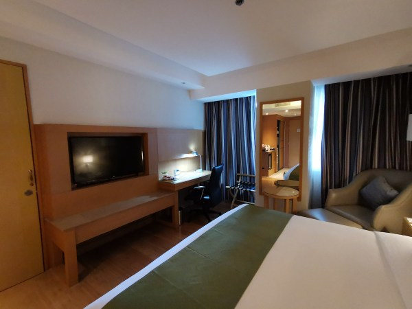 Comfortable Bed at Holiday Inn Baguio City