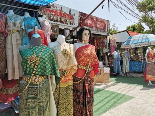 Thai traditionalcostumes rental in Ayutthaya