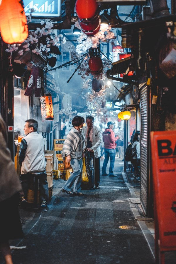Food Alleys in Shinjuku photo by Banter Snaps via Unsplash