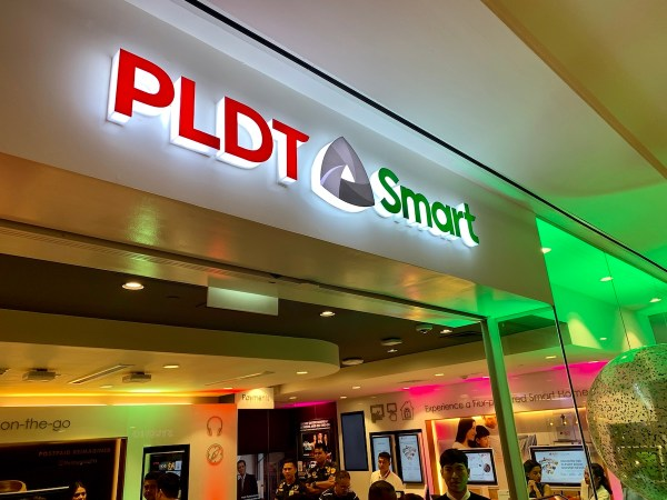 PLDT-Smart converged store formally opens its One Digital Store in Ayala Vertis North