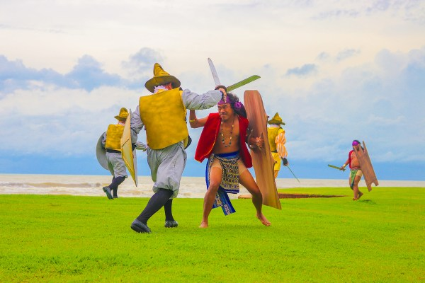Las Casas' HistoryLand reenacts how Datu Lapu-Lapu, one of Mactan Island's chieftains, and his native warriors fought and won a bloody war against Spanish force fighting for Cebu's Rajah Humabon under the command of Ferdinand Magellan.