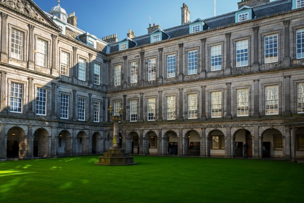 Holyrood Palace Edinburgh Travel Guide