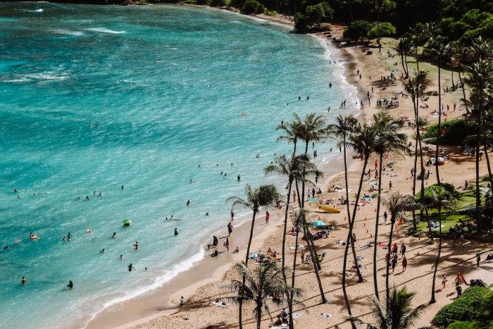 Honoluu Hawaii @samanthasophia via Unsplash