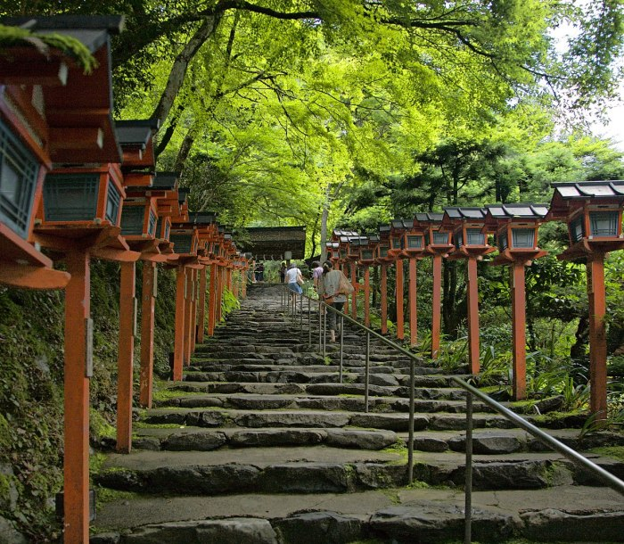 Kifune Shrine photo by Chi King via Wikipedia CC