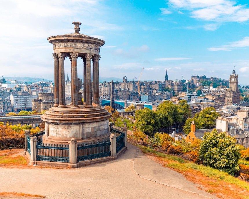 The Ultimate Edinburgh Travel Guide photo by Daniil Vnoutchkov-c via Unsplash