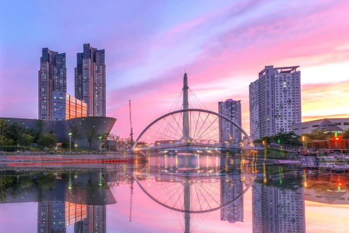 Winner may also choose to redeem a getaway to Seoul and explore the modern district of Songdo International City.