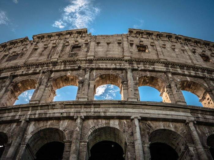Colosseum in Roma by @macphoto via Unsplash