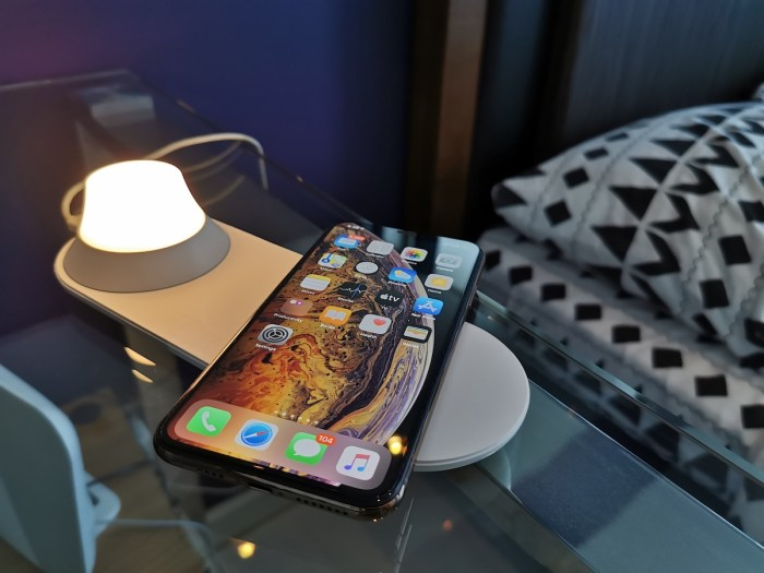 Xiaomi Yeelight 2-in-1 wireless charging night lamp