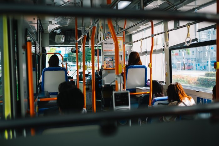 Bus in Fukuoka Japan photo by @rapdelarea via Unsplash