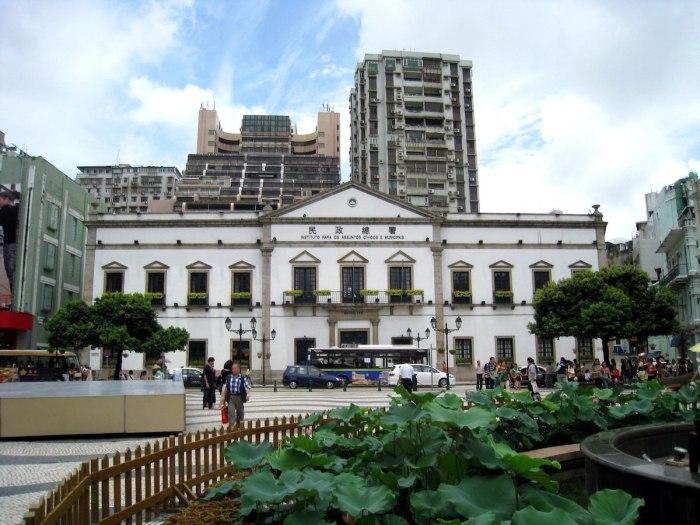 Macao Edificio do Leal Senado by WiNG via Wikipedia CC