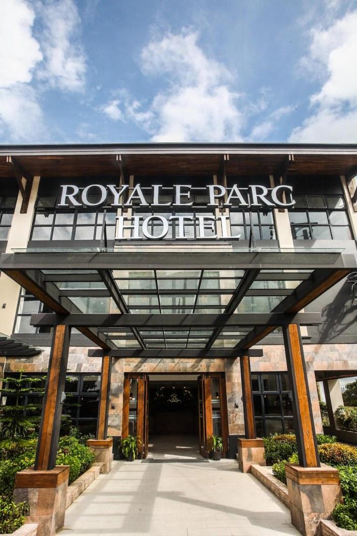 Royale Parc Hotel Facade