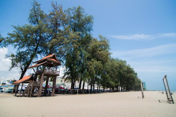 Batu Burok Beach House