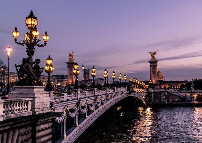 Best Paris Luxury Hotels photo by @ettocl via Unsplash