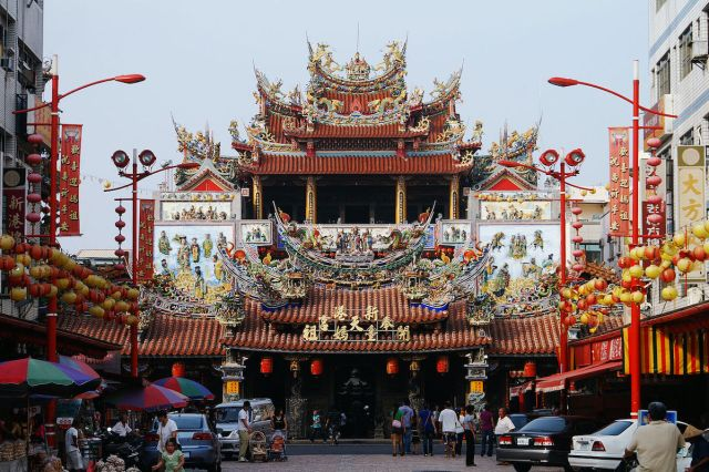 Xingang Fengtian Temple photo by Peellden via Wikipedia CC