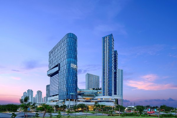Whether people are going to the city for business or leisure, they will be welcomed at four places, including Sheraton Surabaya, Pakon Anda.