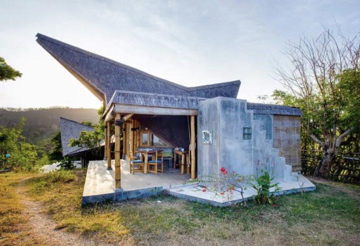 Bamboo Airbnb Bungalow in Gerupuk