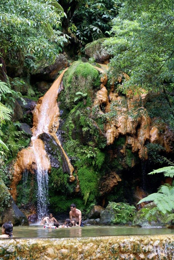 Caldeira Velha aux Açores Portugal par Jose Luis Avila Silverira via Wikipedia CC