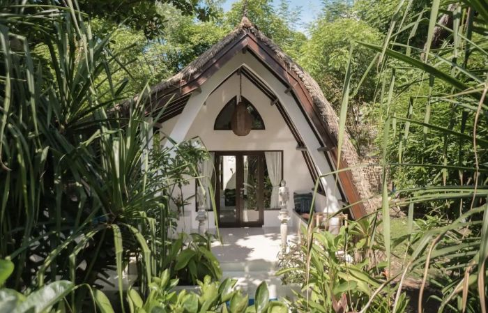 Traditional deluxe bungalow accommodation rental Lombok