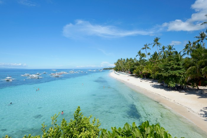 Alona Beach in Panglao Island photo via DepositPhotos