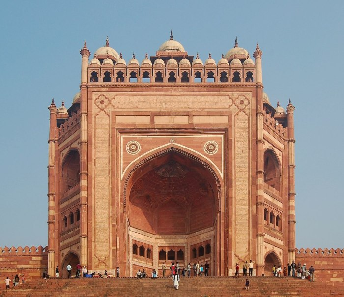Home.fit Buland-Darwaza-the-54-metre-high-177-ft-entrance-to-Fatehpur-Sikri-complex-by-Marcin-Bialek-via-Wikipedia-CC Agra Bucket List: Top 15 Best Things to Do in Agra, India