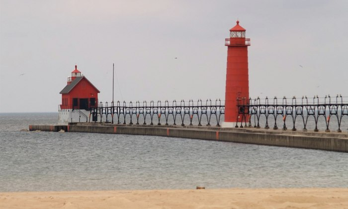 Grand Haven State Park Beach by takomabibelot via Wikipedia CC