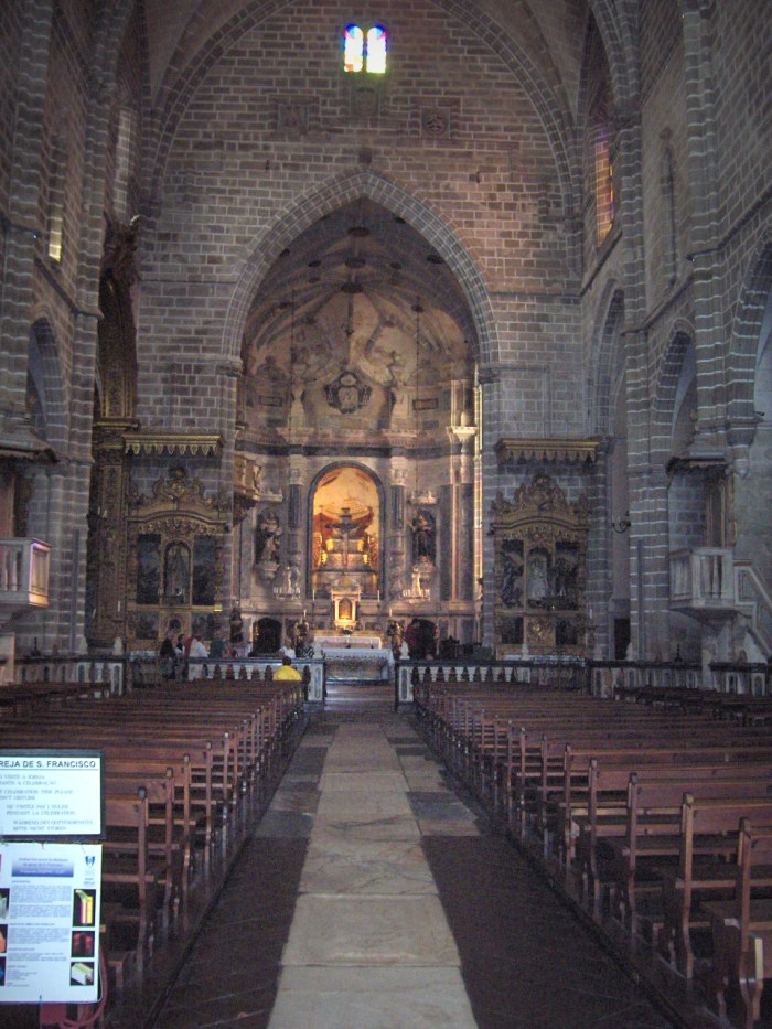 Igreja de Sao Francisco in Evora by Georges Jansoone via Wikipedia CC