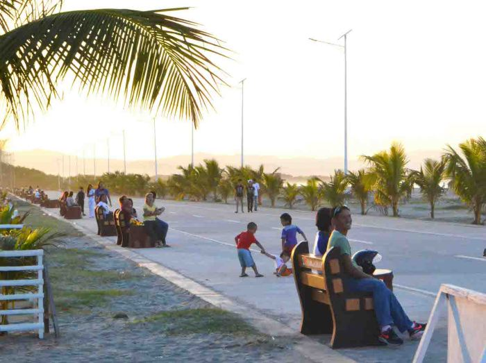Lingayen Baywalk photo via Pangasinan.gov.ph
