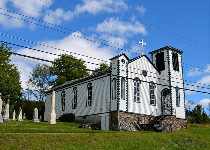Mary of the Mountain Church in Hunter New York by Julia Manzerova via Wikipedia CC
