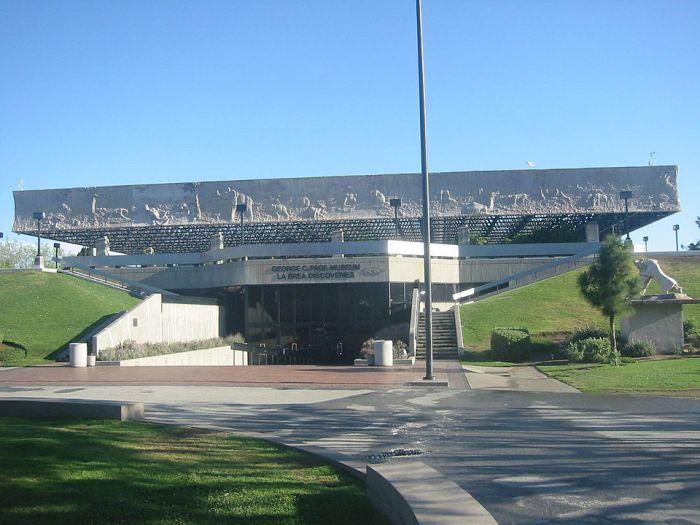 The La Brea Tar Pits Museum in Hancock Park by Gary Minnaert via Wikipedia CC
