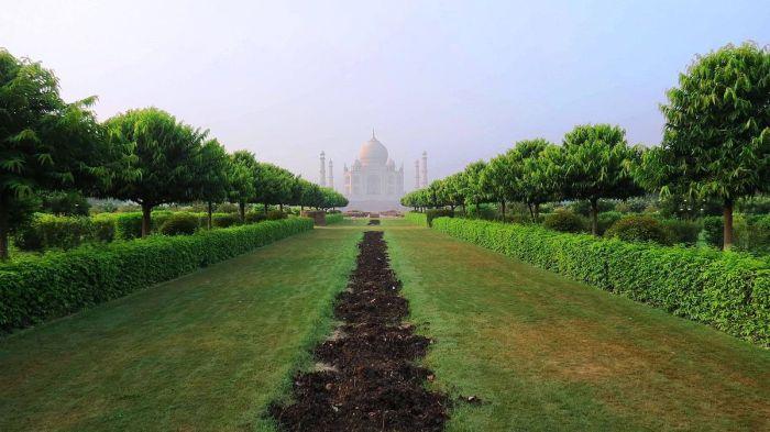 View towards the Taj Mahal from Mehtab Bagh by g.kaustav via Wikipedia CC