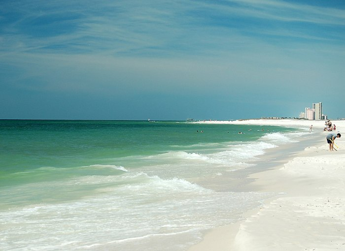 Gulf of Mexico at Gulf State Park, Alabama by Jodybwiki via Wikipedia CC