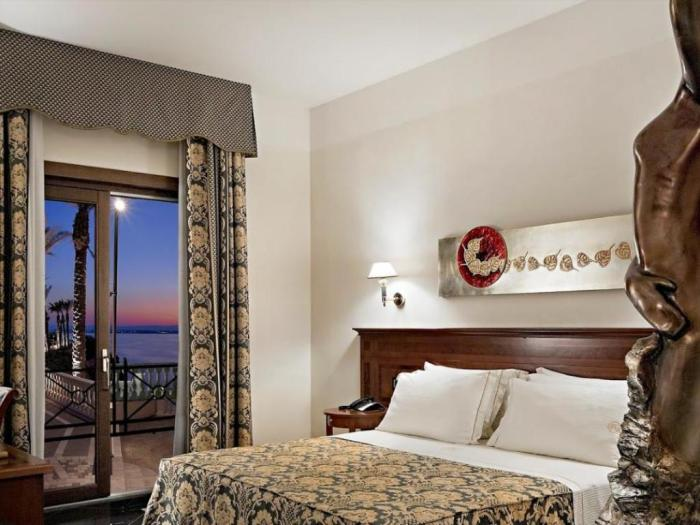 Room Deals at Agoda Grand Hotel Minareto in Syracuse photo via Agoda