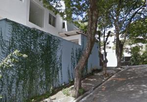Ampla calçada da Vila Beatriz