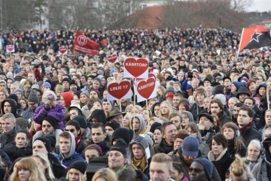 Manifestação em favor dos imigrantes em Estocolmo (2015): versão igualitária e livre do Estado de bem-estar social deixou raízes na Suécia