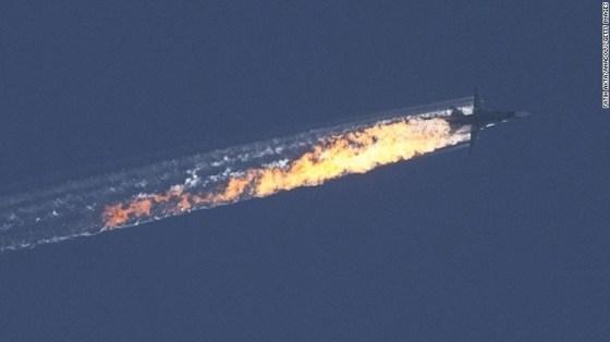 O SU-24 russo abatido por caças turcos, enquanto agia contra o ISIS. Dois pilotos foram mortos por terroristas, após ejetarem-se da cabine