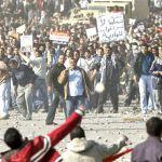 Sangue e pedras pelas ruas de Cairo