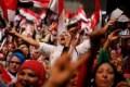 Revolução está viva; exige direitos e liberdade. Mas, após protestos, volta ao poder um exército repressor e servil a Washington...