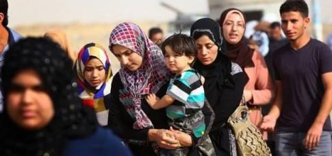 Parte da população deixa Mosul, terceira maior cidade iraquiana, conquistada pelo ISIS. Doze anos após invasão norte-americana, pesadelo do país parece não ter fim