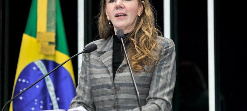 Vanessa Grazziotin registra Conferência do PCdoB e recebe apartes de senadores